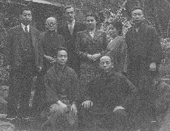 A get-together at Itô Shinsui's house.  Top row, (from left to right): Moriyama Tetsutarô, Kawase Hasui, Bob and Inge Muller, Itô Shinsui and his wife.   Bottom row: Kasamatsu Shirô and Watanabe Shôzaburô.  Click for a higher resolution picture